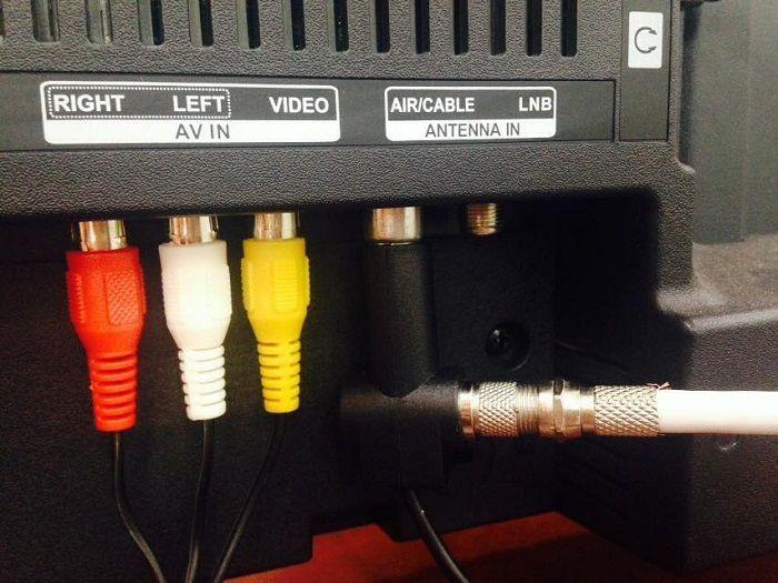 Kết nối nguồn 5V vào tivi Sony có tích hợp DVB T2